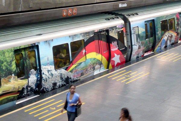 Благодаря дефициту бумаги венесуэльцы ездят на метро бесплатно