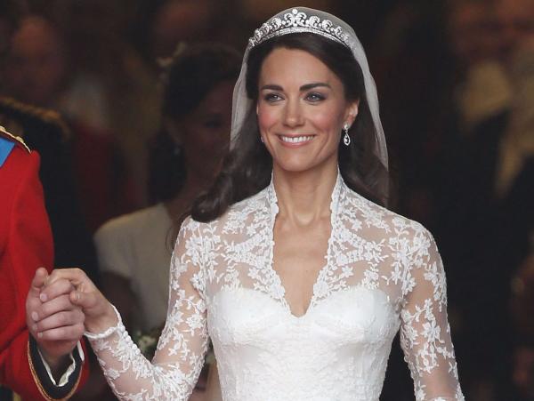 Спорт по-королевски: Кейт Миддлтон заметили в кроссовках за 90 долларов