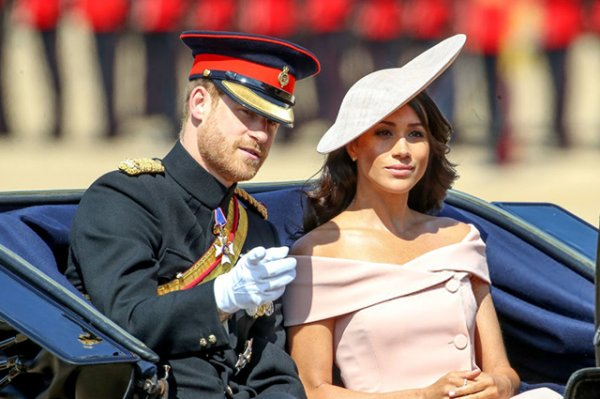Стилист: Туфельки и шляпки для Меган Маркл подбирает принц Гарри