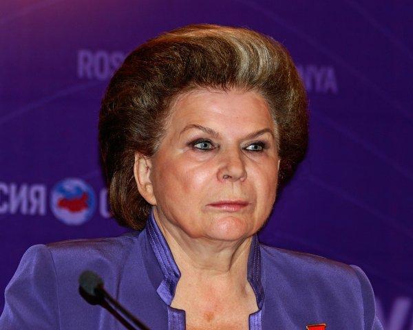 Терешкова призвала спасти гибнущее на Байконуре дерево Гагарина