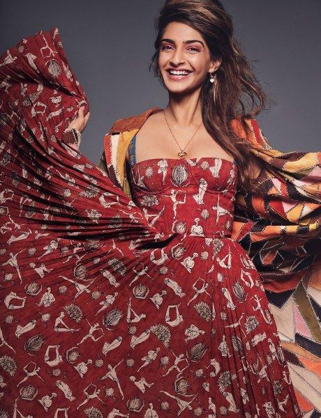 Dior украл рисунок индуса и использовал его в новой коллекции