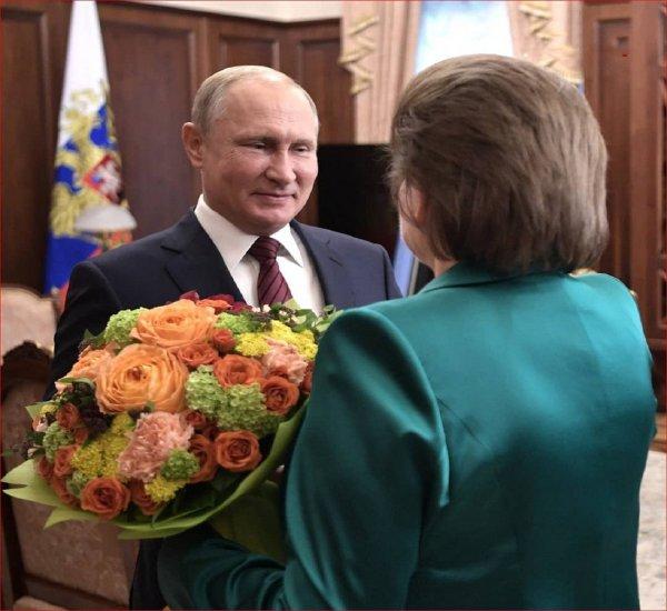 Путин лично поздравил первую женщину-космонавта Терешкову с юбилеем полета