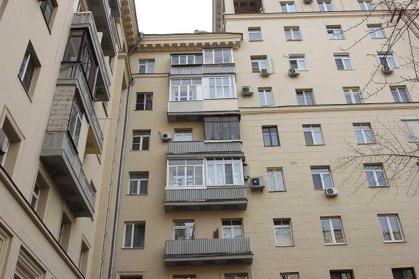 В Москве со «сталинки» спилили балкон из-за ЧМ-2018