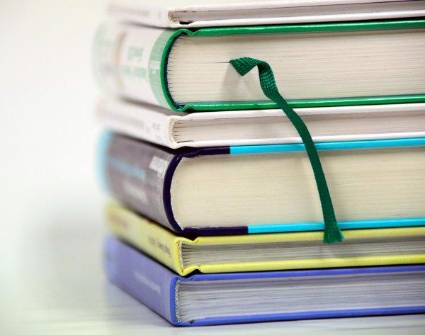 Минпросвещения намерено постепенно избавляться от бумажных учебников