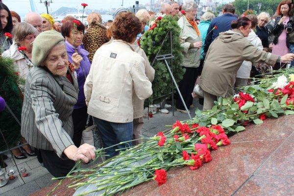 В Ростове зажгли сотни свечей в рамках акции «День памяти и скорби»