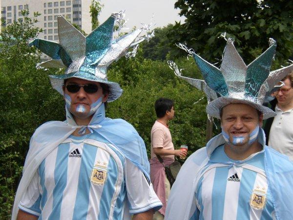 Футбольные фанаты забронировали номера в российском отеле-призраке и остались на улице