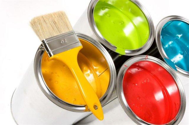 Отделка стен: обои или краски?
