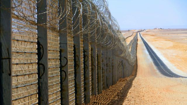 Ирак начал строить «забор безопасности» вдоль границы с Сирией