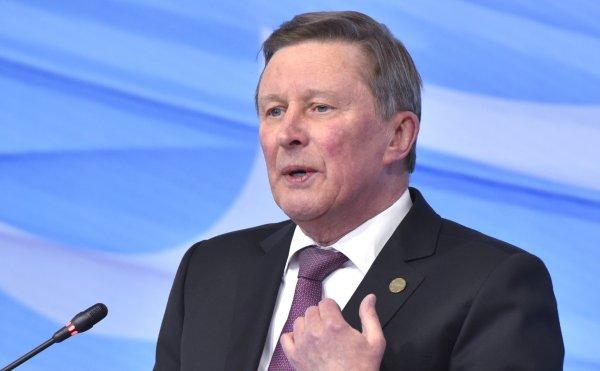 Сергей Иванов предложил платить россиянам за сдачу макулатуры