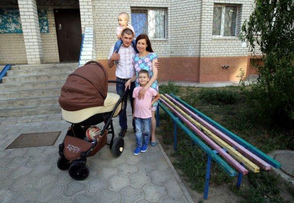 В Воронеже женщина в ожидании скорой родила на лавочке у подъезда