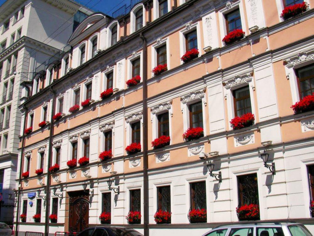 Право льготной аренды старинного особняка в Москве выставлено на продажу