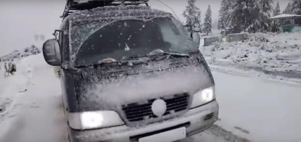 В Окинском районе Бурятии в разгар лета выпал снег