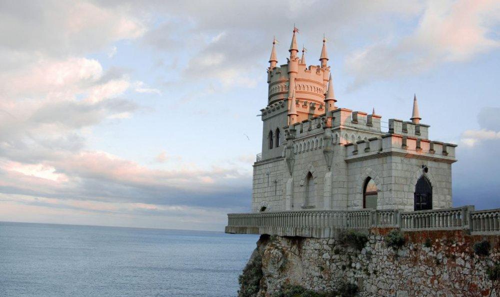 Художественная подсветка украсит дворец и скалу «Ласточкиного гнезда» под Ялтой