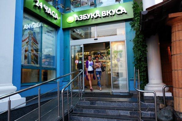 «Азбука вкуса» открыла первые кафе с официантами в Москве