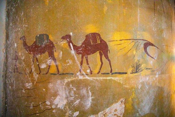 «Сцены из жизни геолога» на золотом фоне обнаружены при реставрации на ВДНХ