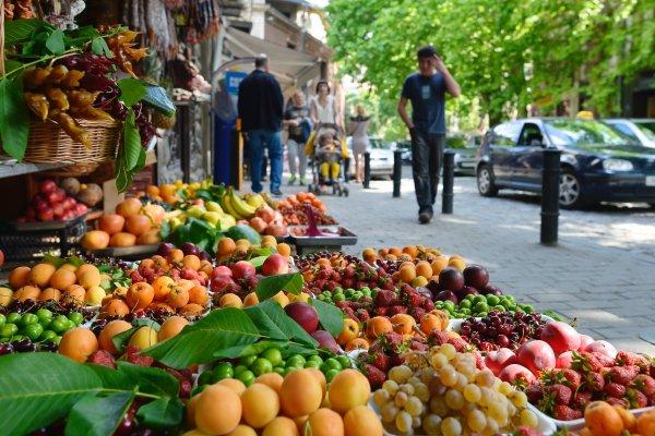 Эпидемиологи назвали самые опасные летние продукты