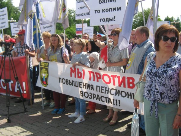 Высмеивающие пенсионную реформу билборды появились в Ростове