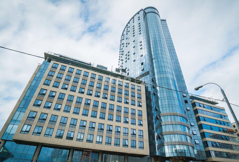 Отель, который строили 10 лет, открыли у стадиона «Олимпийский»