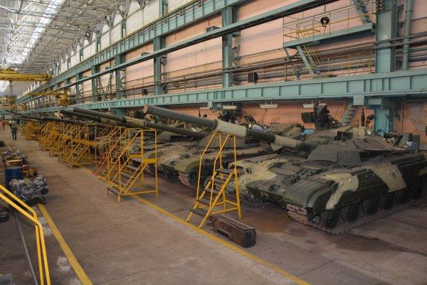 Украинские видеоблогеры пробрались на неохраняемый склад танков