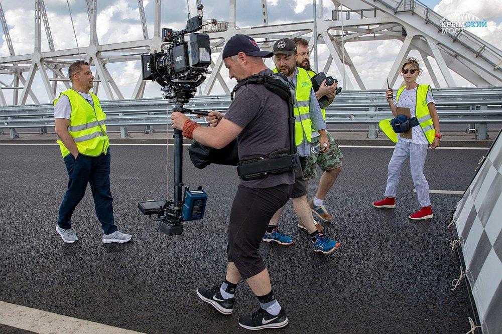 «Любэ» сняла на Крымском мосту грандиозный клип о «стройке века»