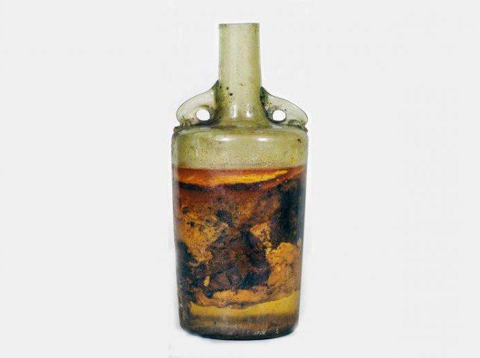 Археологи нашли в центре Москвы бутылку XVII века