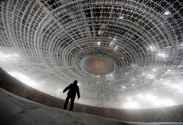 В СССР могли построить горизонтальный небоскреб и летающий город