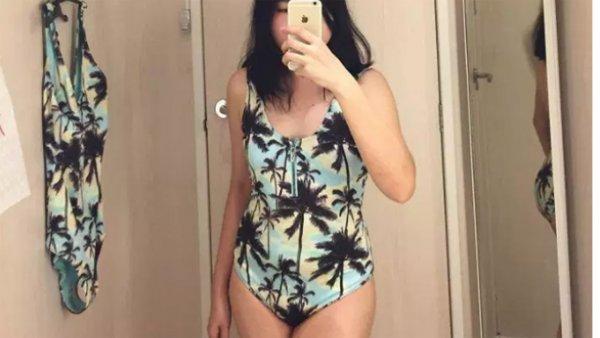 Фото женщины в купальнике с пальмами стало вирусным в сети