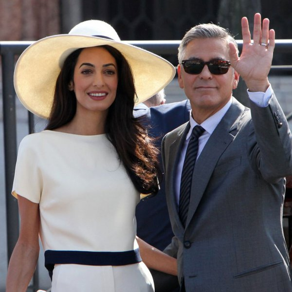 Превзошла Джоли: Жена Джорджа Клуни в мини-платье очаровала фанатов стройными ногами