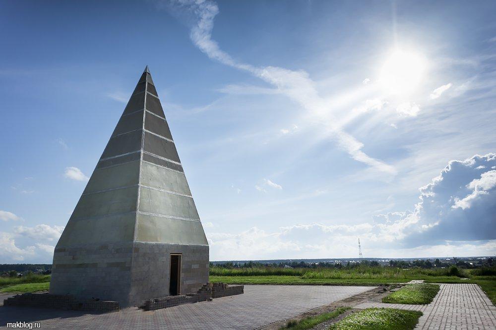 100-метровую бетонную пирамиду на Новорижском шоссе построят за два года