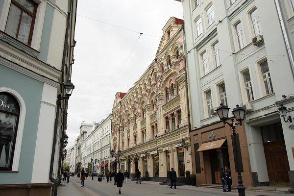 Почему магазины люксовых брендов покидают центр Москвы