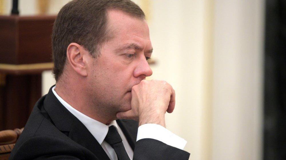 Медведев ищет деньги на улучшение жилищных условий молодых и ветеранов