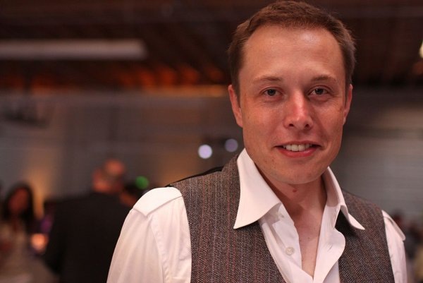 Tesla обвинили в шпионаже за сотрудниками