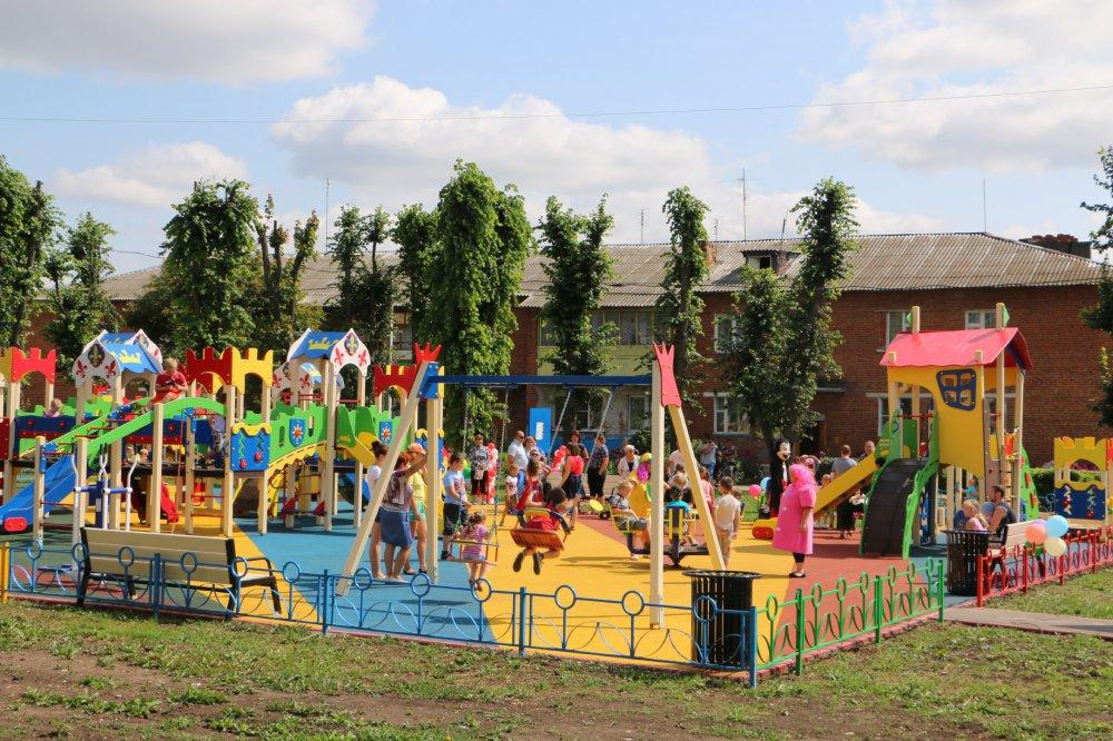 168 детских площадок появилось в Московской области с начала года
