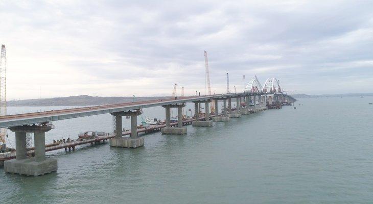 Минтранс РФ:  железнодорожную часть Крымского моста сдадут по графику