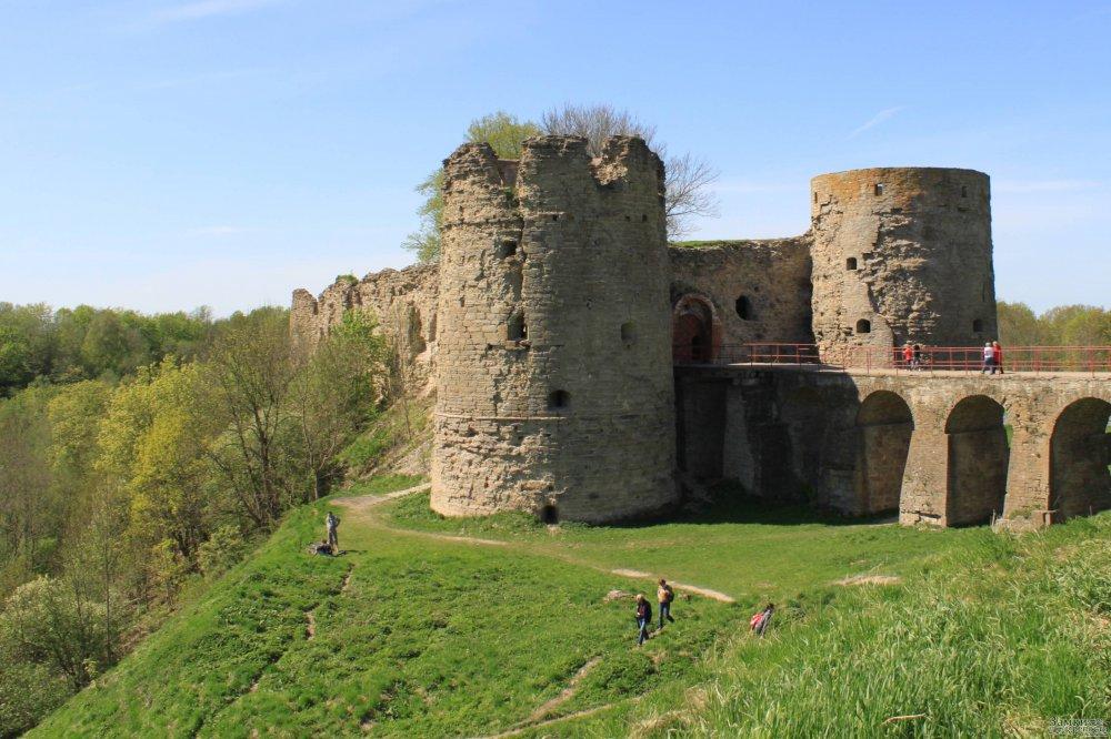 В Ленинградской области реставрируют старинную  Копорскую  крепость