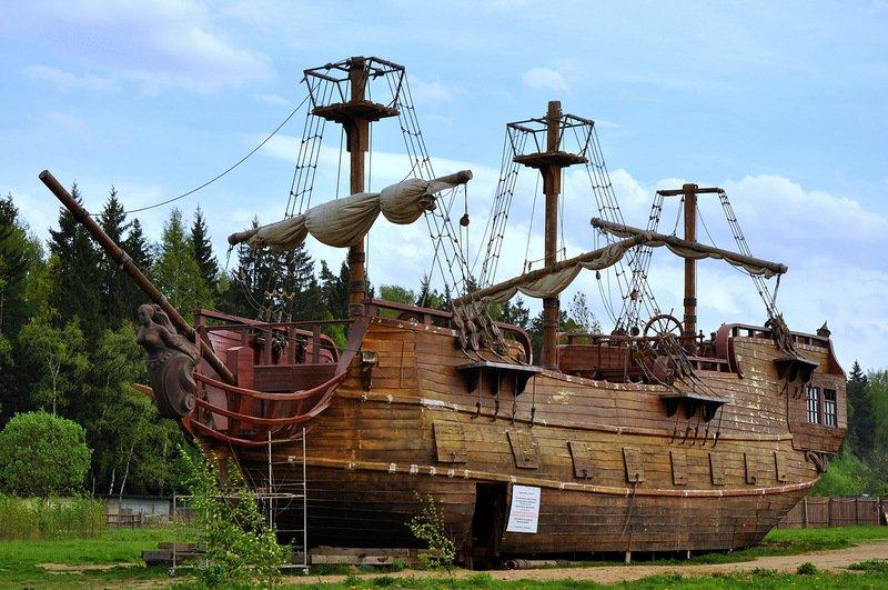 Беседки-зонты и площадка в виде корабля появятся в парке на севере Москвы