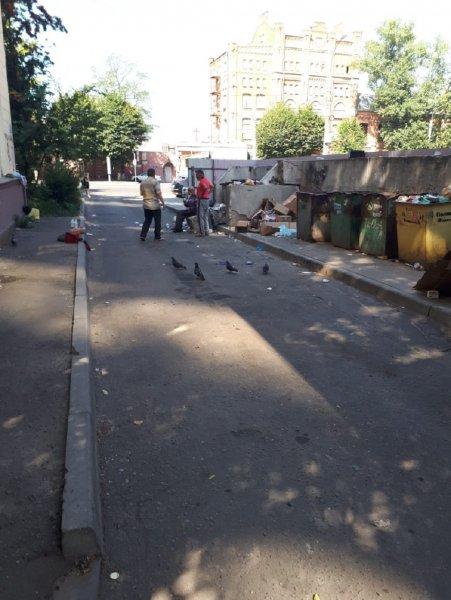 Бездомные устраивают оргии на глазах детей в центре Воронежа