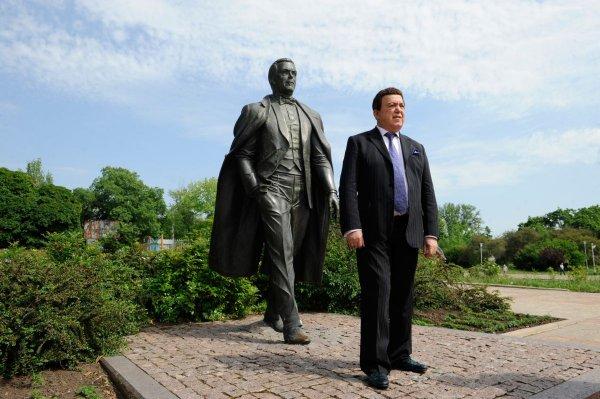 «Проводил Кобзона смертельным фейерверком»: В Сети обсуждают последнее публичное появление Захарченко