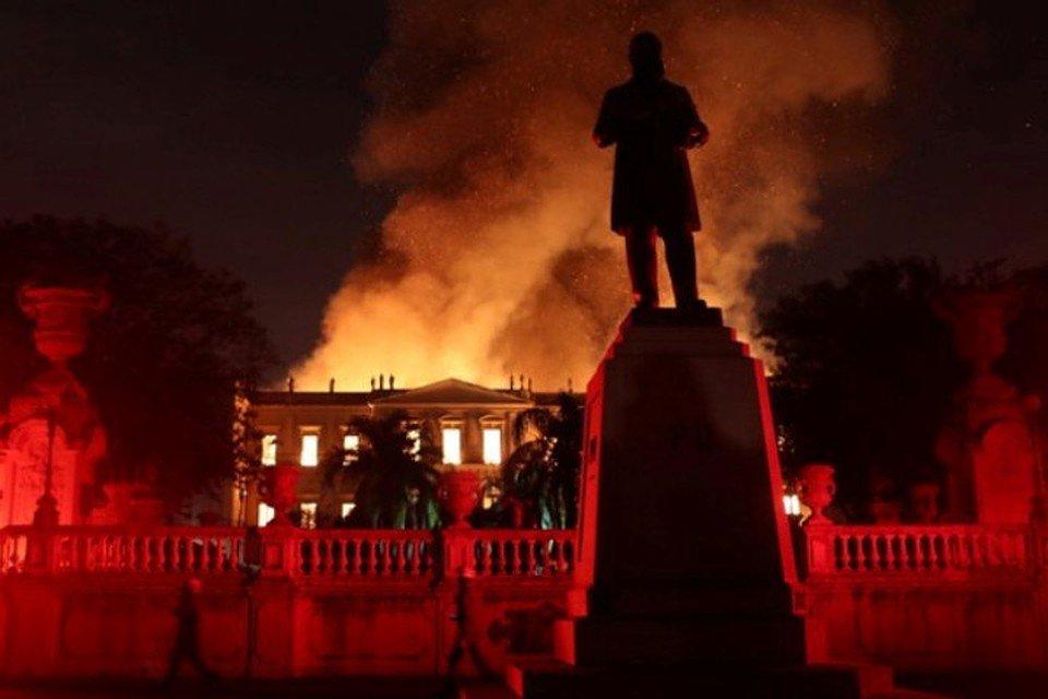 Из-за «многолетней халатности» в бразильском музее сгорели «200 лет знаний»