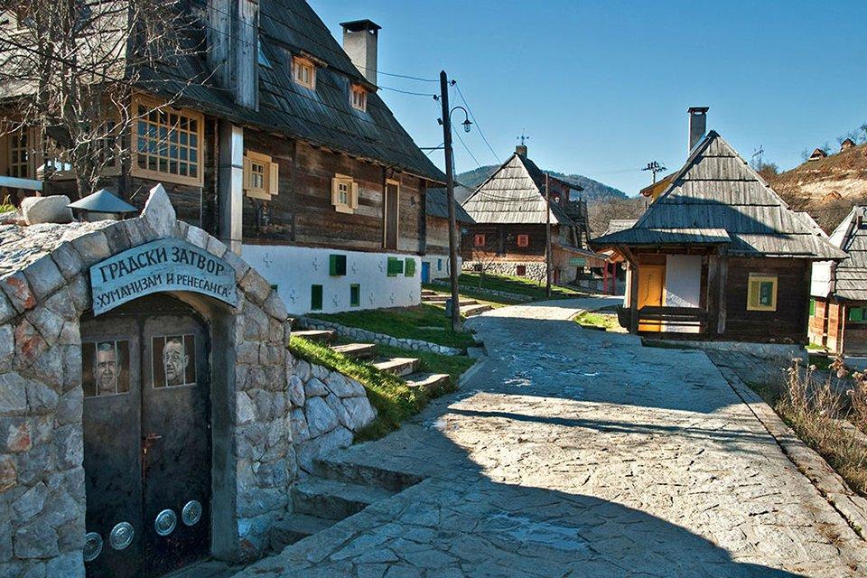 Кустурица, построивший этнодеревню в Сербии, возведет дом на берегу Ангары