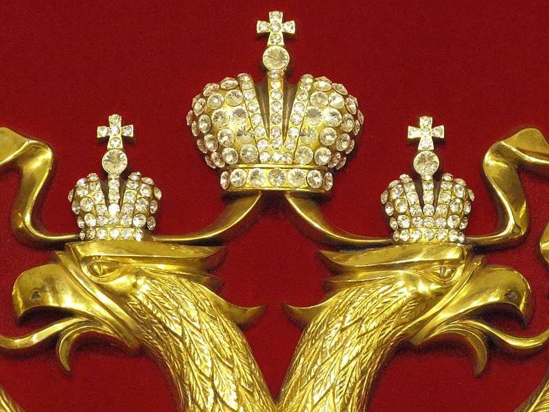 Эмблема в виде императорской короны XIX века найдена в районе Таганки
