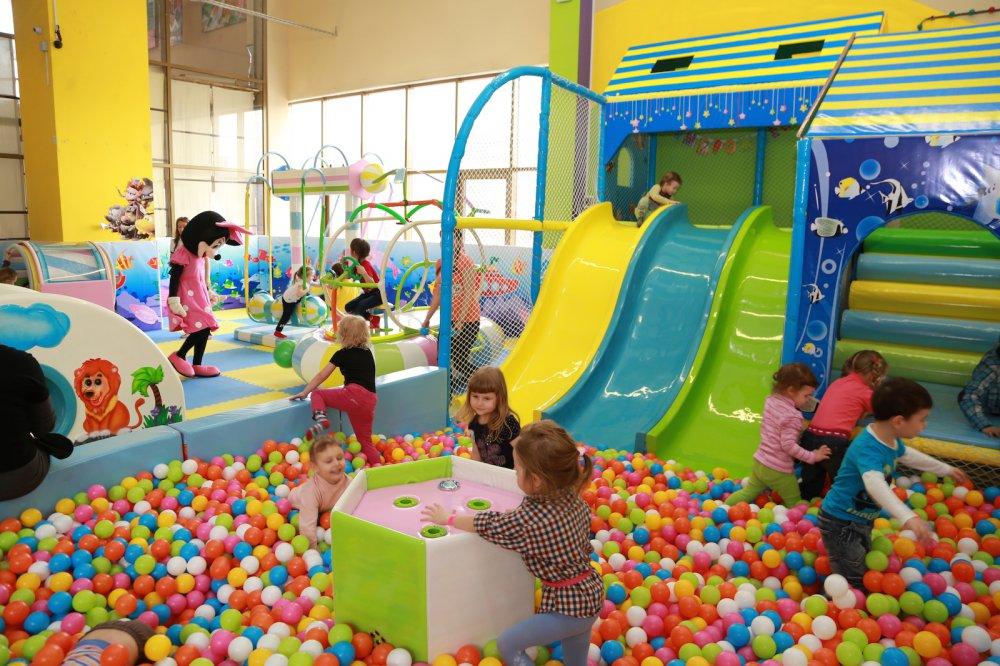 В Госдуму внесут проект закона о детских комнатах в ТЦ
