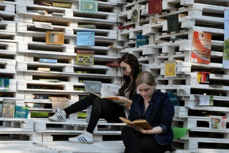 Библиотеку для чтения на свежем воздухе создали в парке им Святослава Федорова