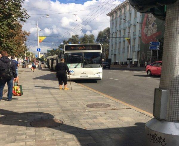 Ростовчан разгневал игнорирующий остановки автобус