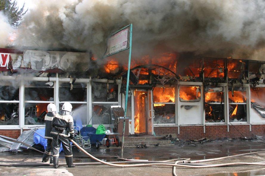 250 человек эвакуировали из-за возгорания в гипермаркете в новой Москве