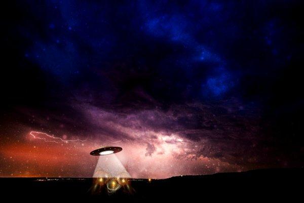 В Китае на видео сняли светящийся объект, похожий на НЛО