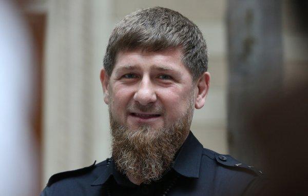 Глава Чечни Рамзан Кадыров подарил Mercedes пятилетнему силачу-рекордсмену