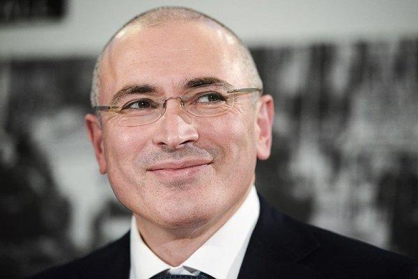 Алкоголь, наркотики и деньги: как Ходорковский в Праге карманных хейтеров на Россию натравливал