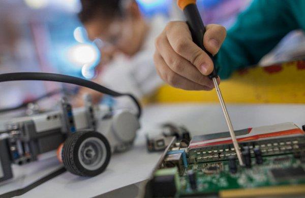 О победе школьников Москвы в Международном инженерном конкурсе сообщили Сергей Собянин и Исаак Калина