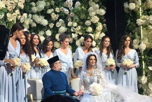 Король Малайзии отрекся от престола после женитьбы на «Мисс Москва»